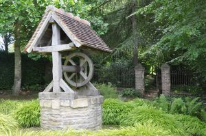 Water_well_in_garden
